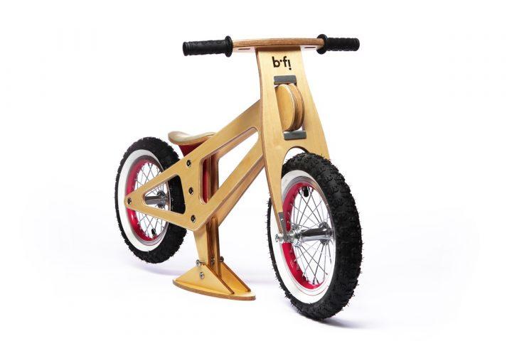 bicicleta balance madera natural rin rojo